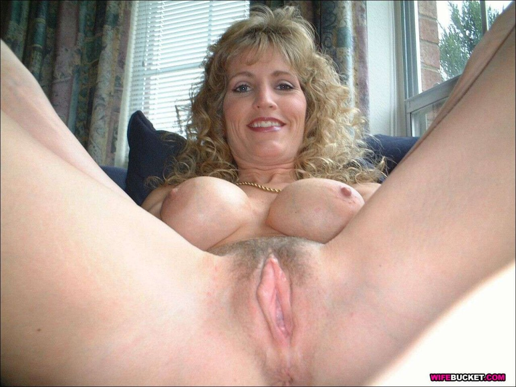 Big tit amateur blonde mom
