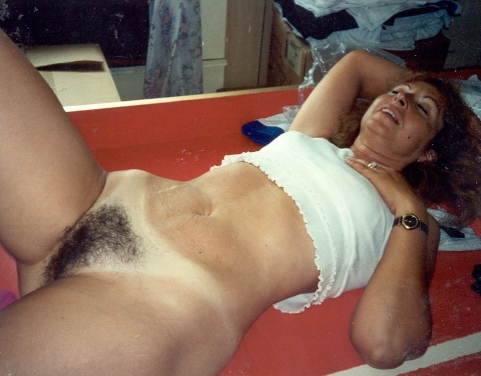 Interesting Amateur mature hairy pussy ass upskirt can