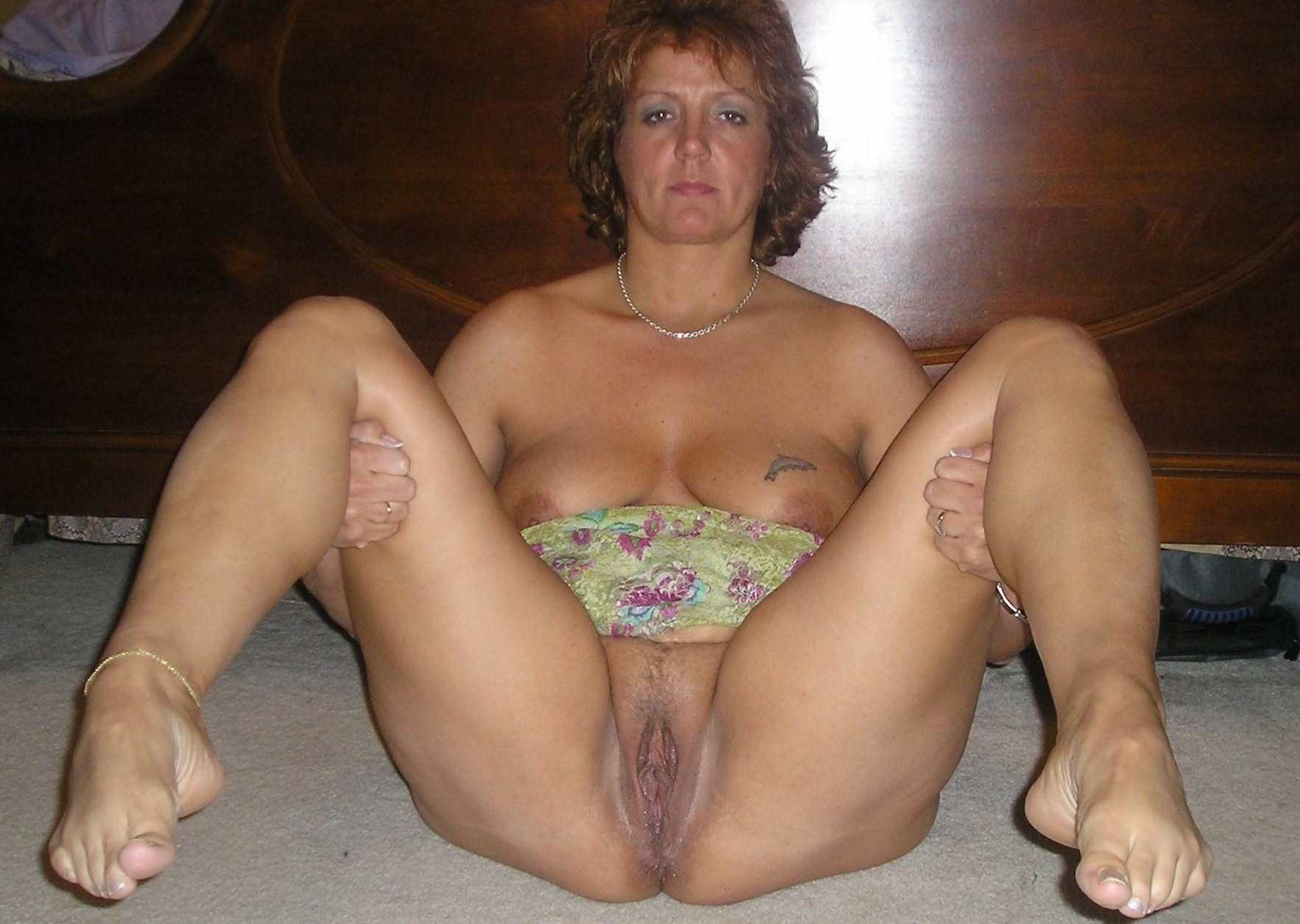 porn Wife spreads pussy bucket amateur