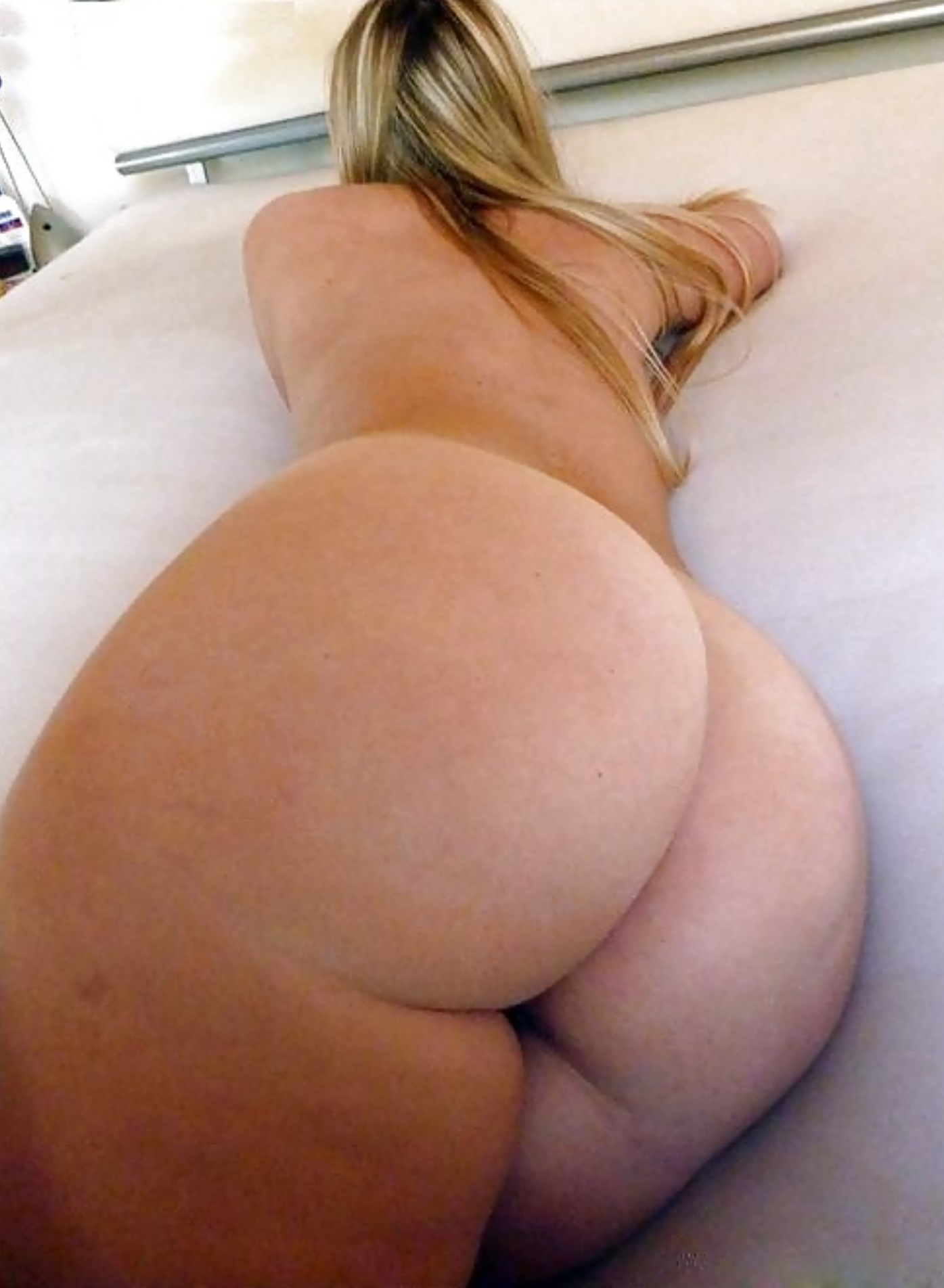 Thick Ass Blonde Nude