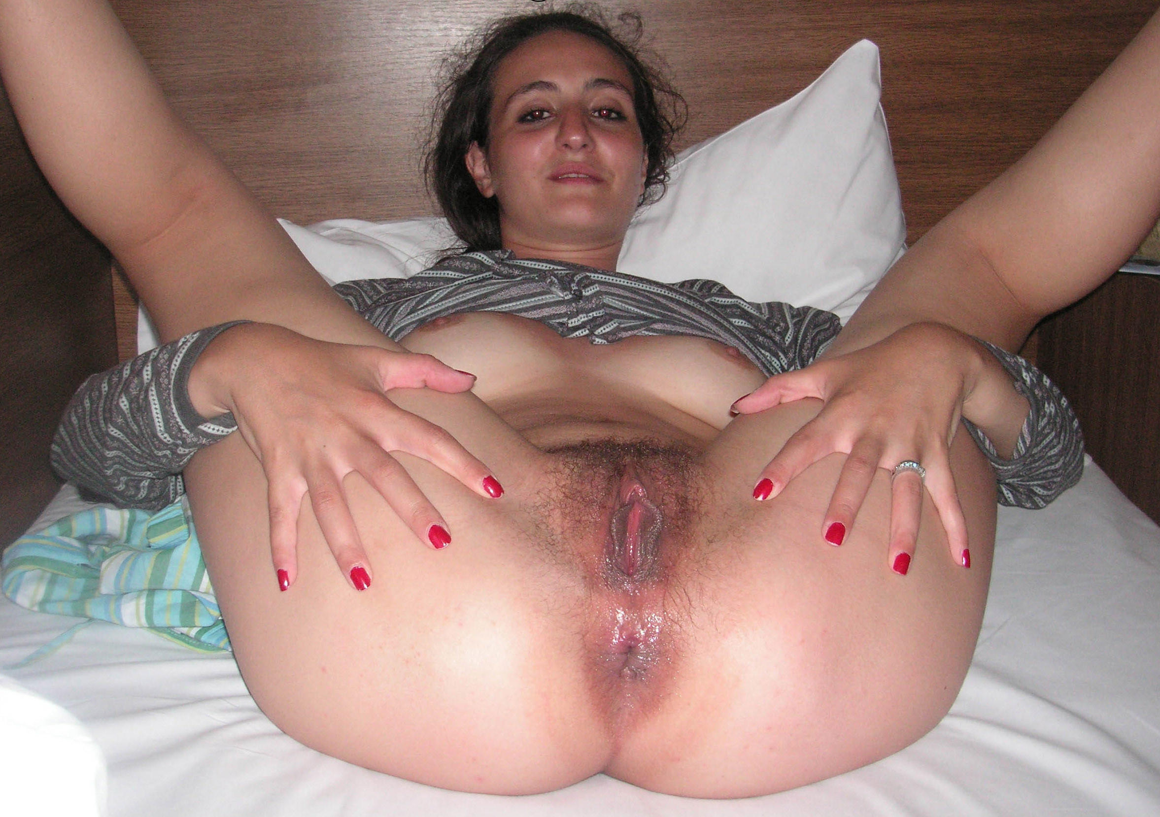 Amateur spread pussy