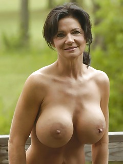 Nude pics of big tited moms