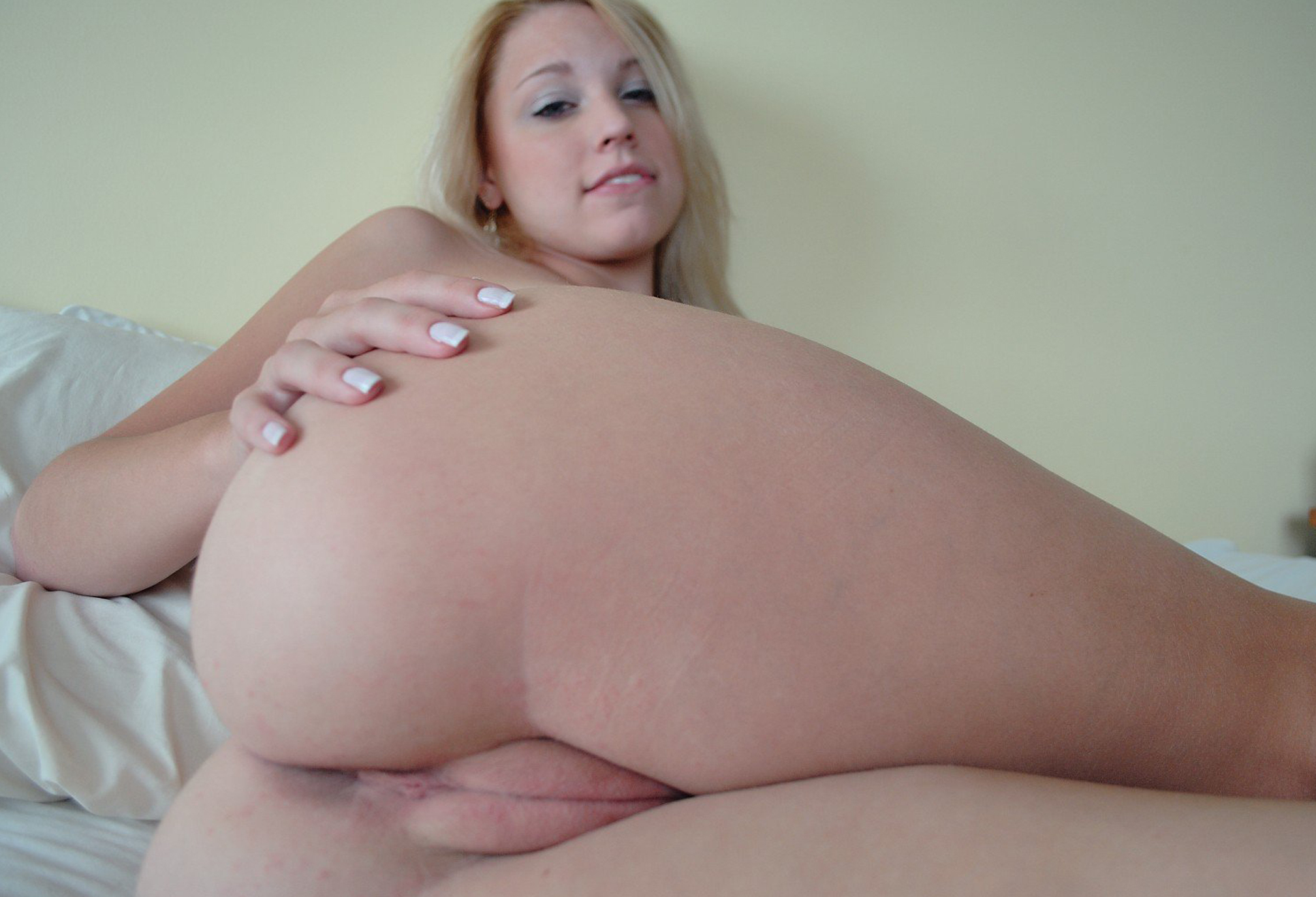 Perfect curvy girlfriend fucked on vacation