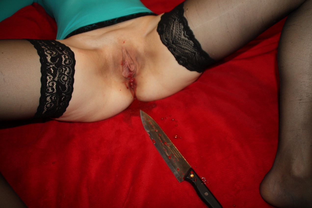 Knife in pussy