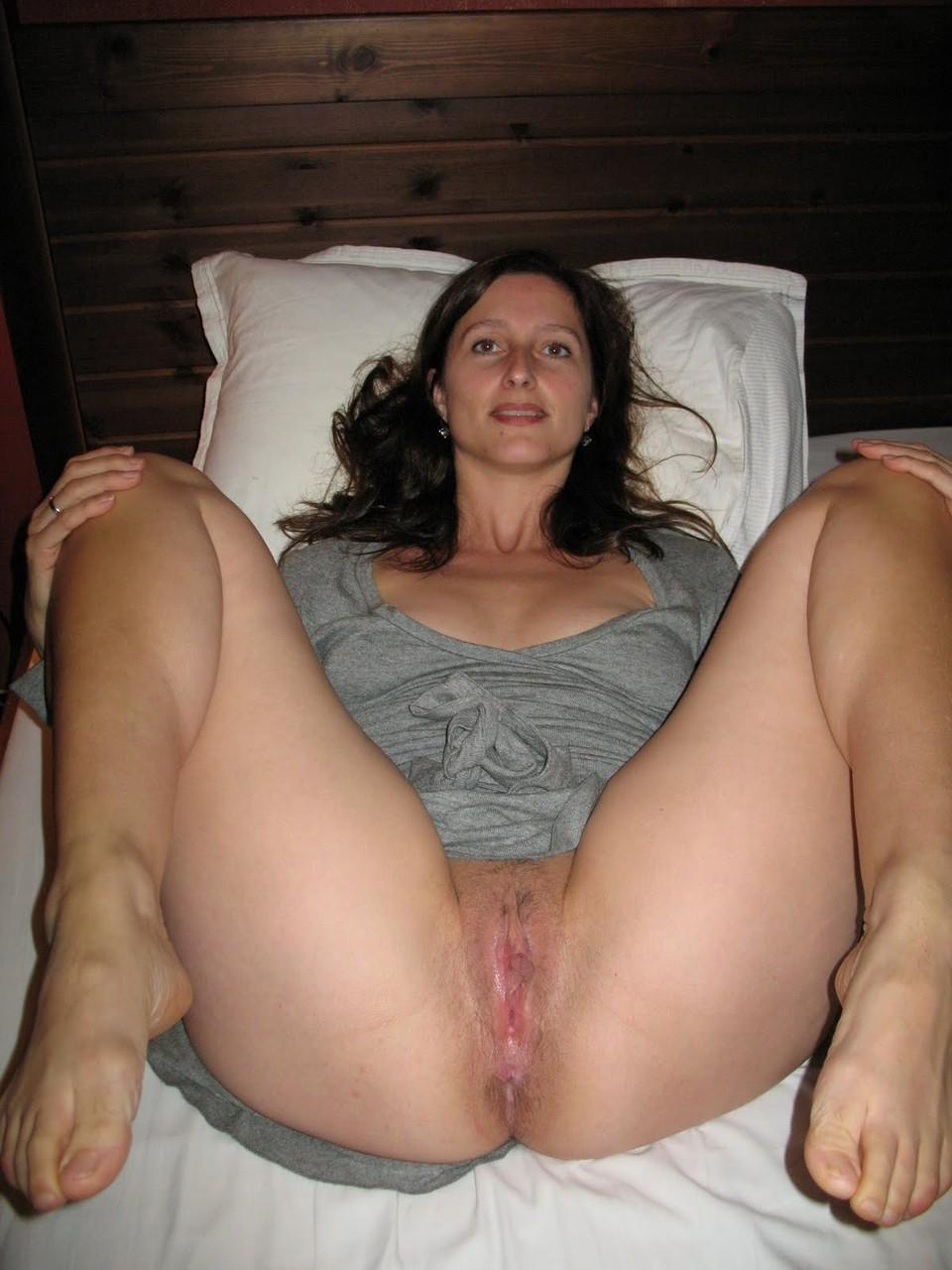 Amateur spread pussy pictures