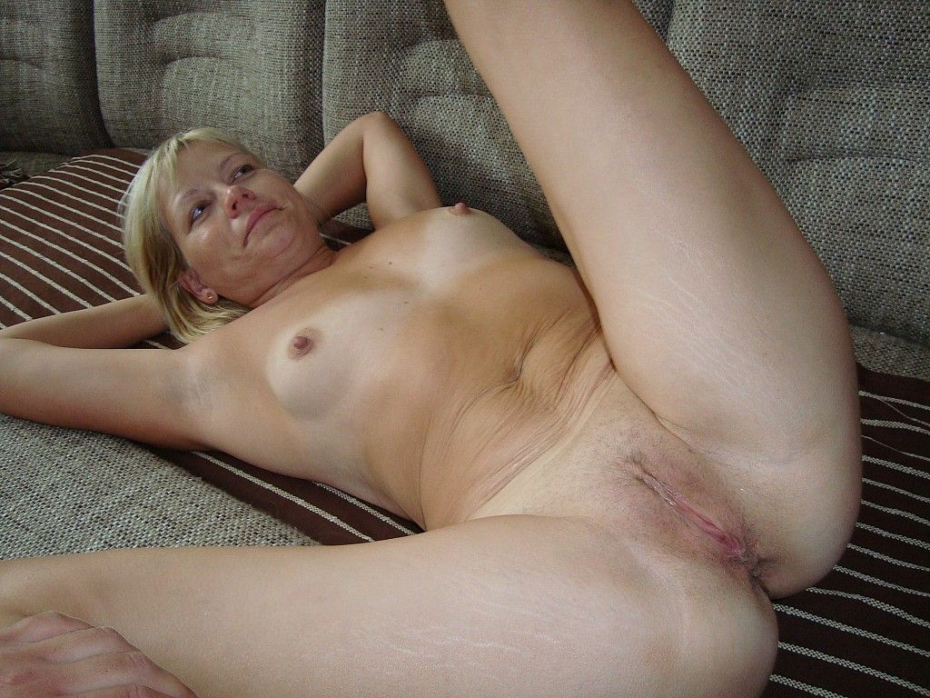 Chubby mama playing with her shaved pussy shaving pussy shaved mama