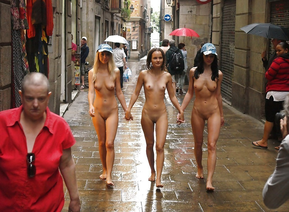 naked-women-in-map