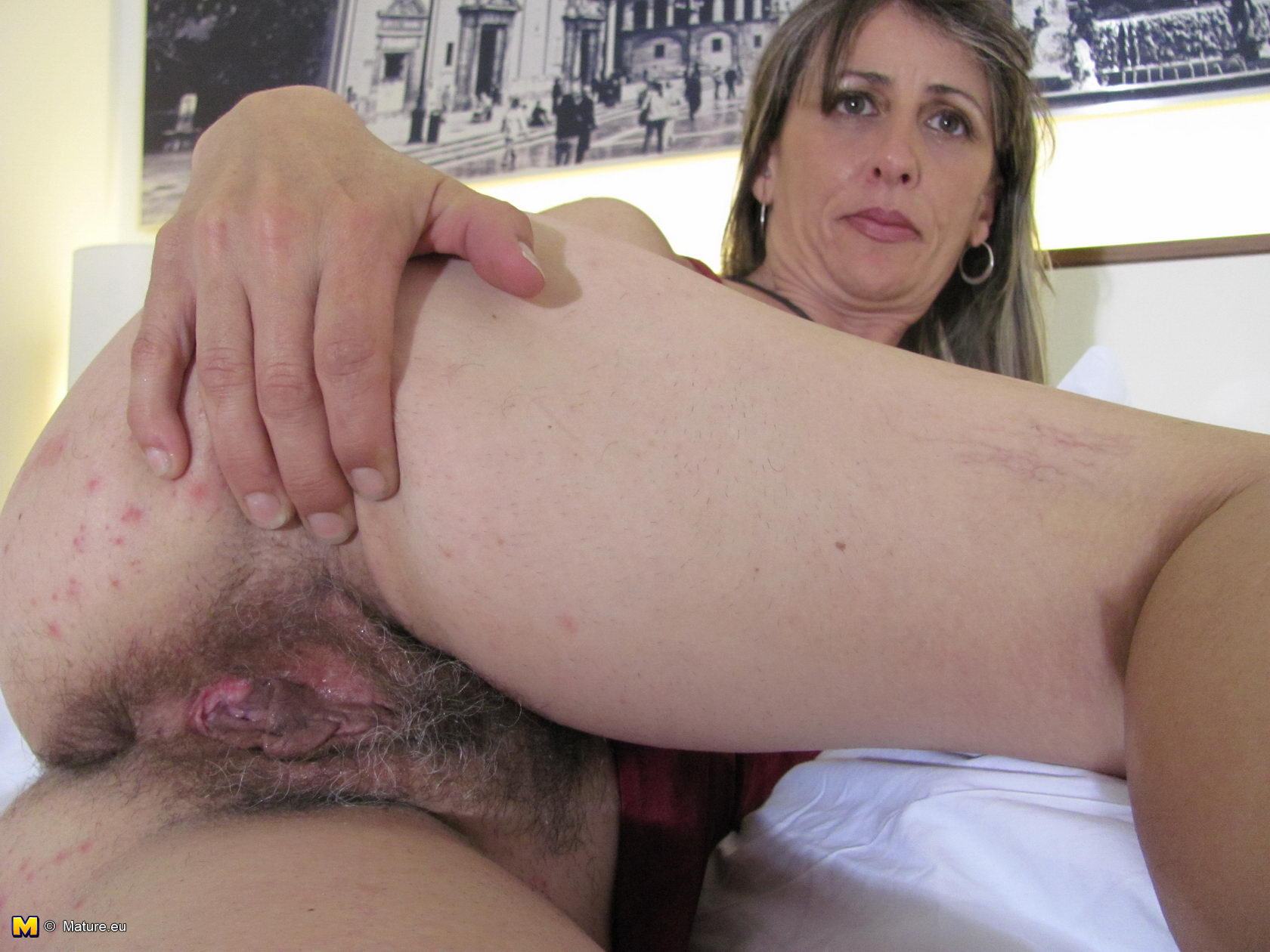 spread pussies of amateurs and housewives - motherless
