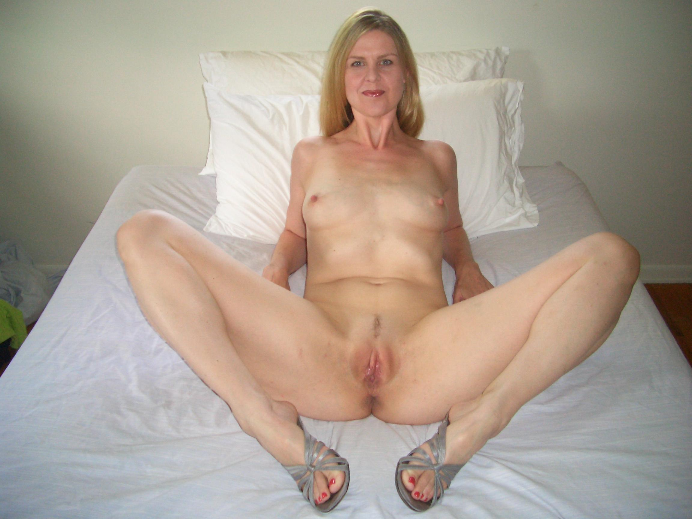Mature nude amateur housewife