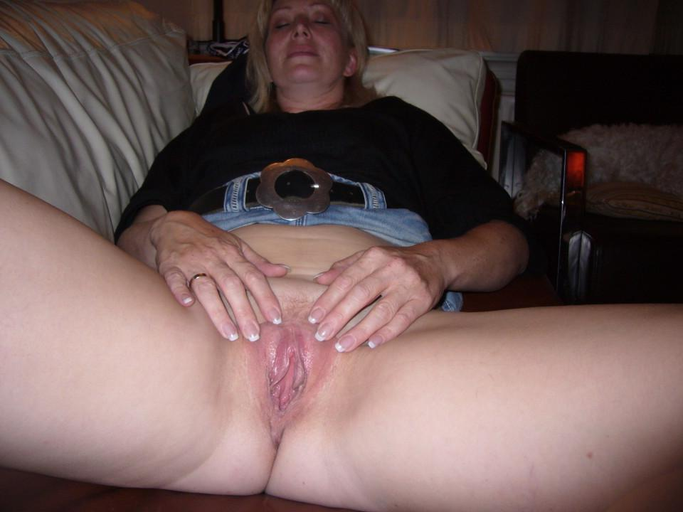 Mom Shows Me Her Pussy