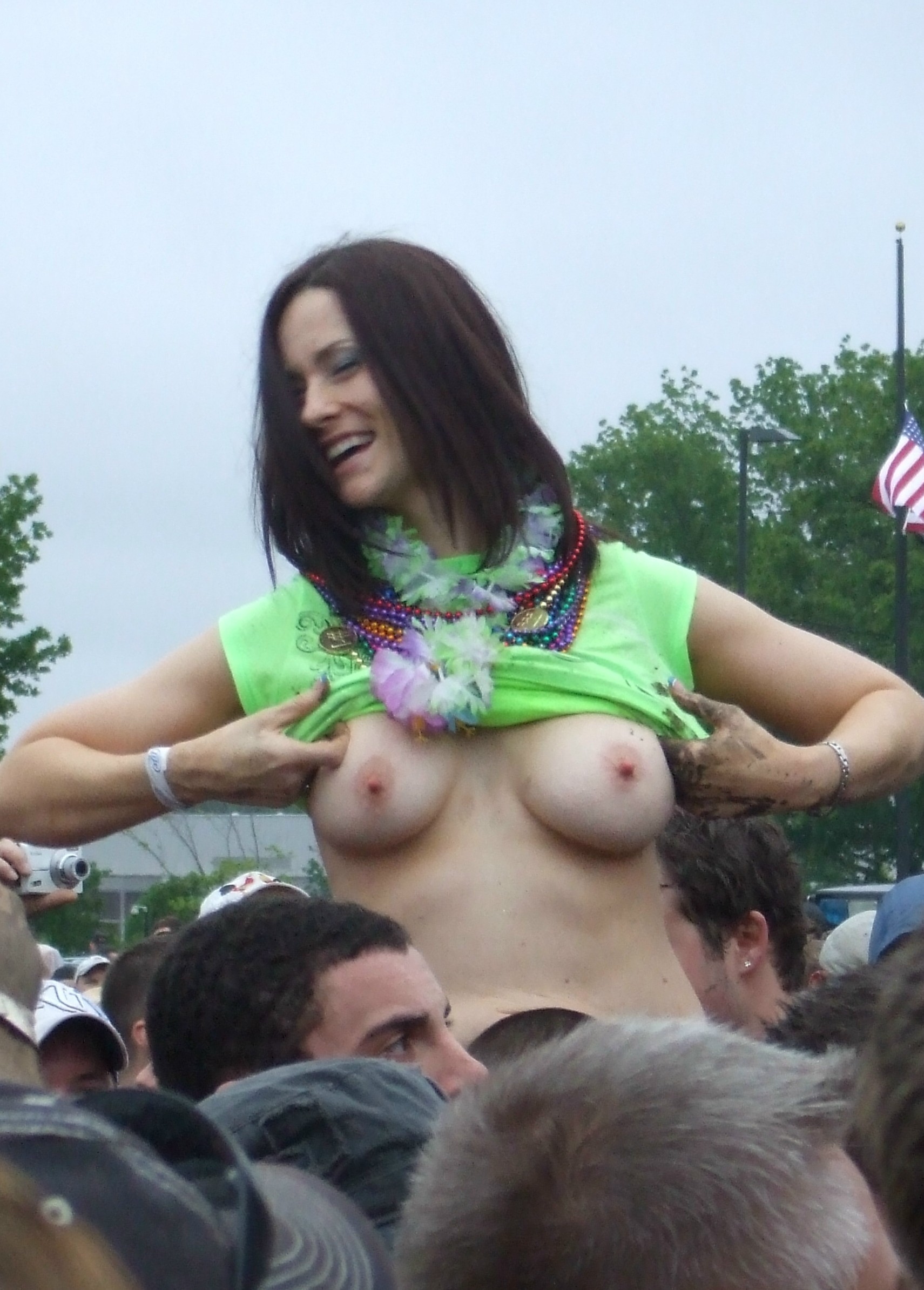 image Rockfest kc 2011 titties flashing at the concert