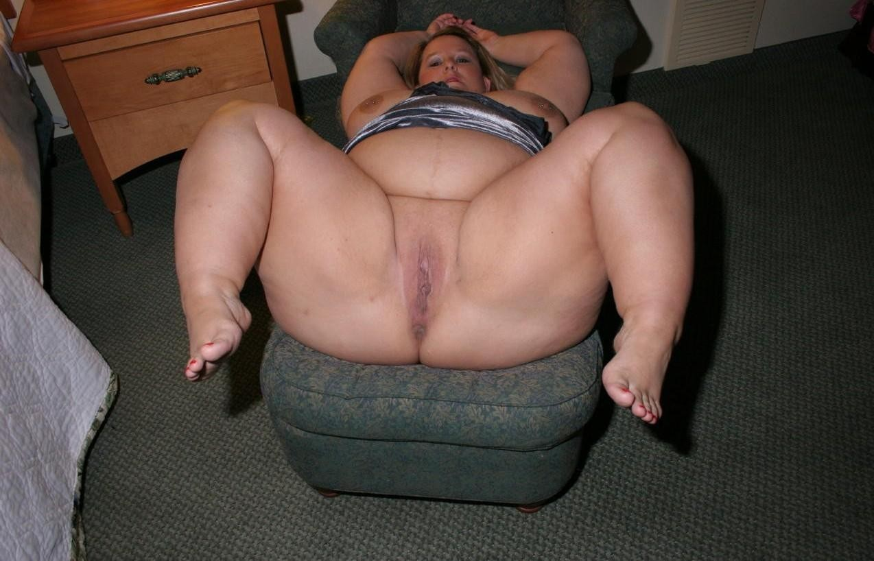 Nude fat black lady spreading feet