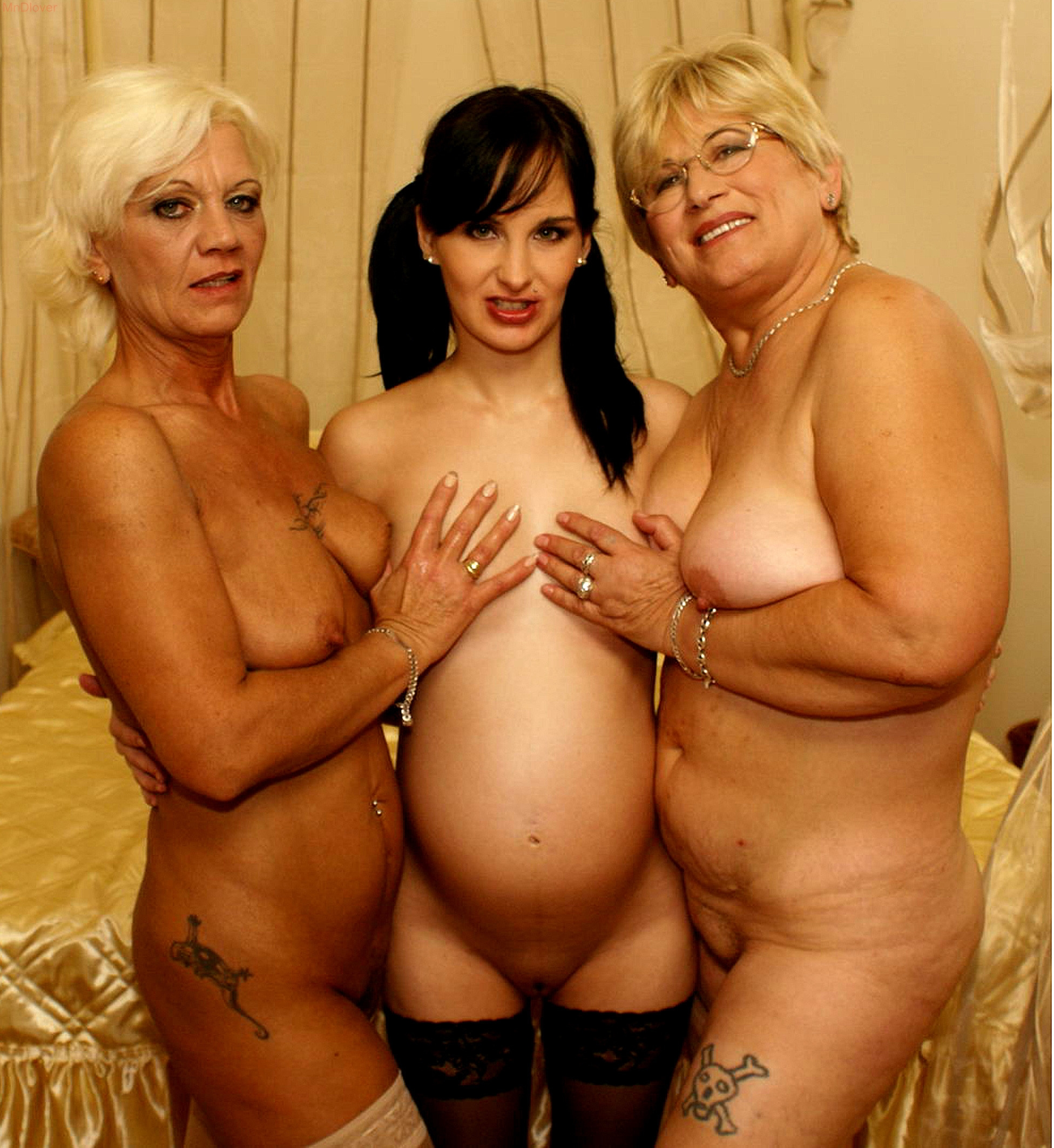 mmother daughter naked
