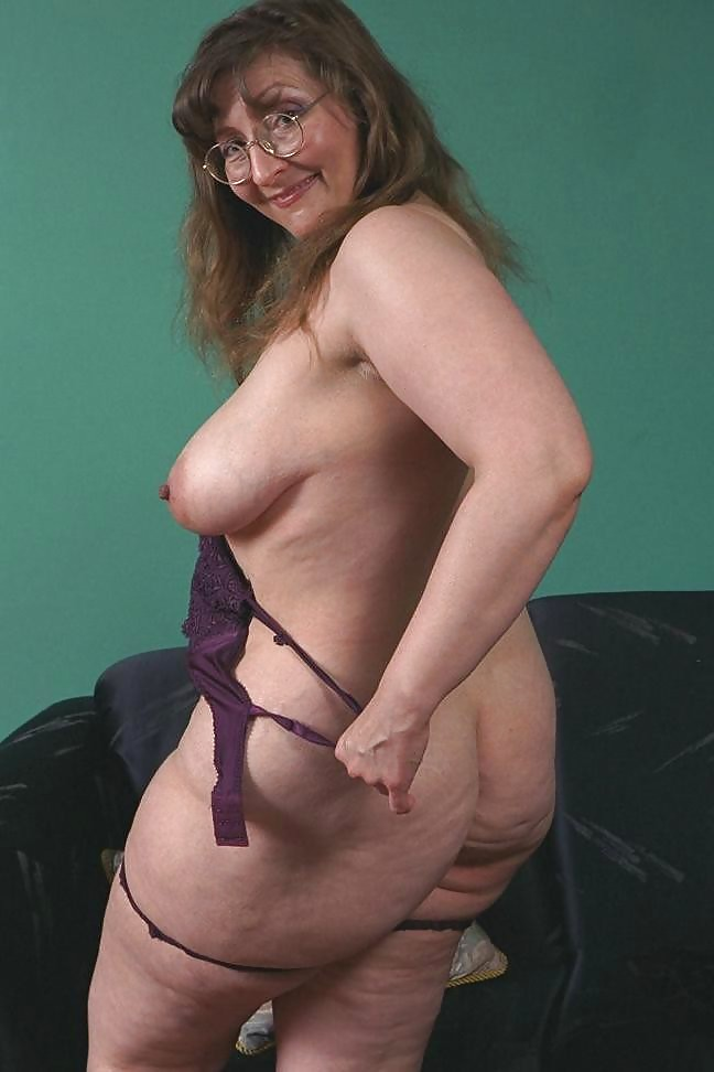 Hot naked horny housewives