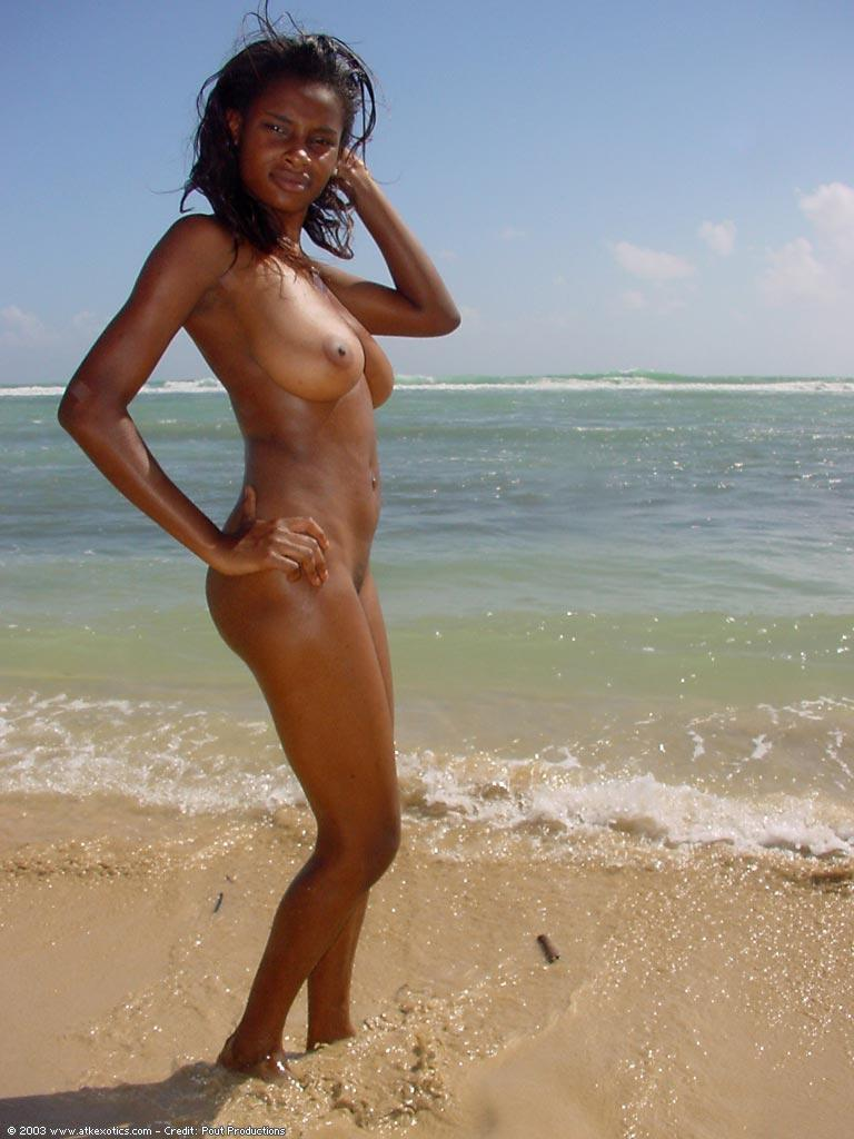 Naked black women on the beach — pic 2