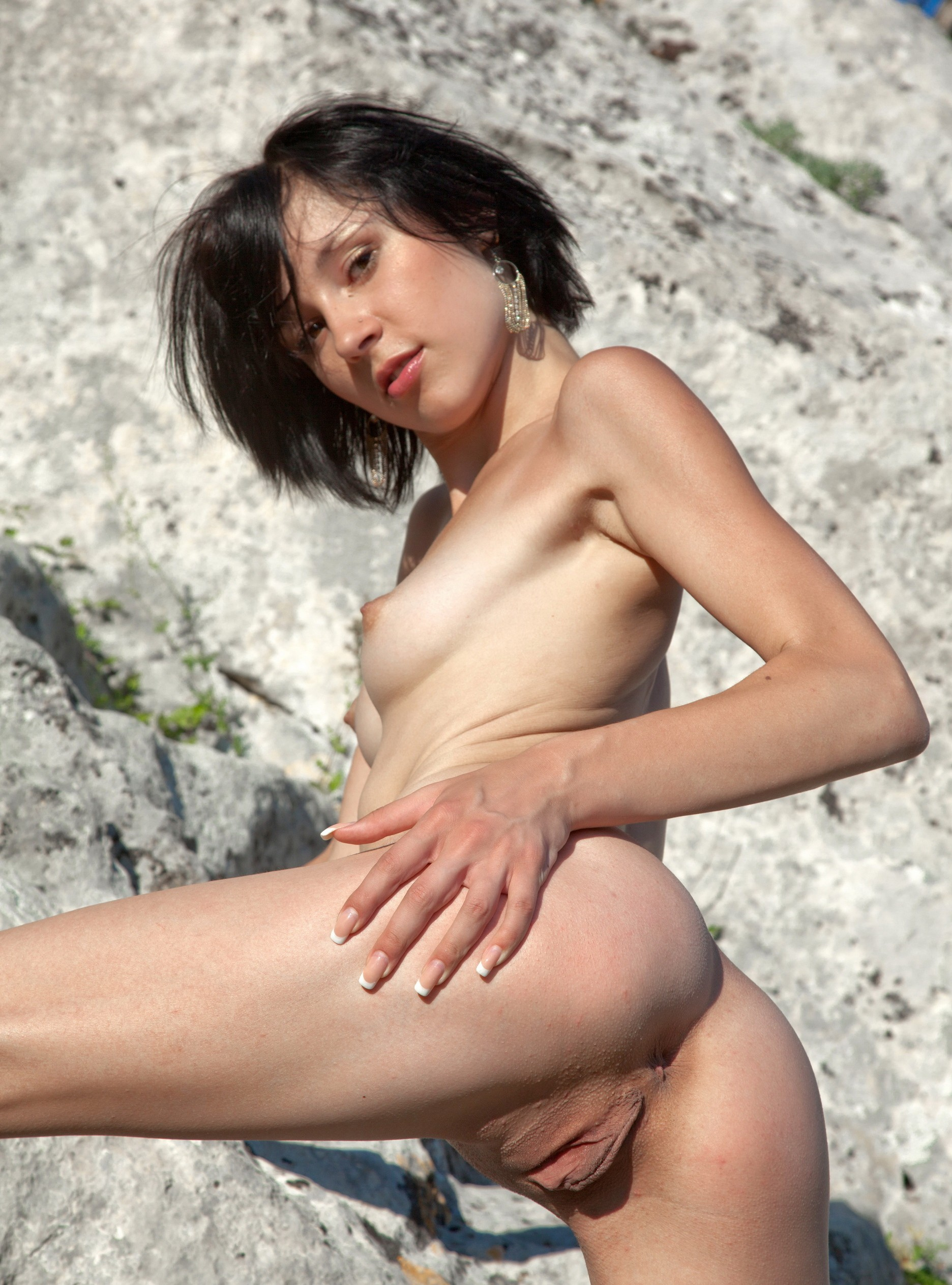 Pakistani girls outdoor pissing nude