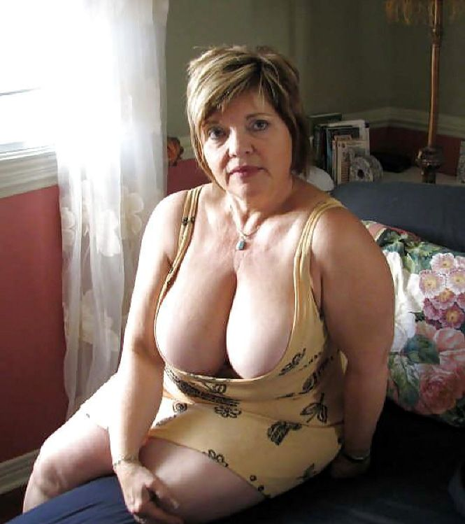 amateur mature cleavage pucs