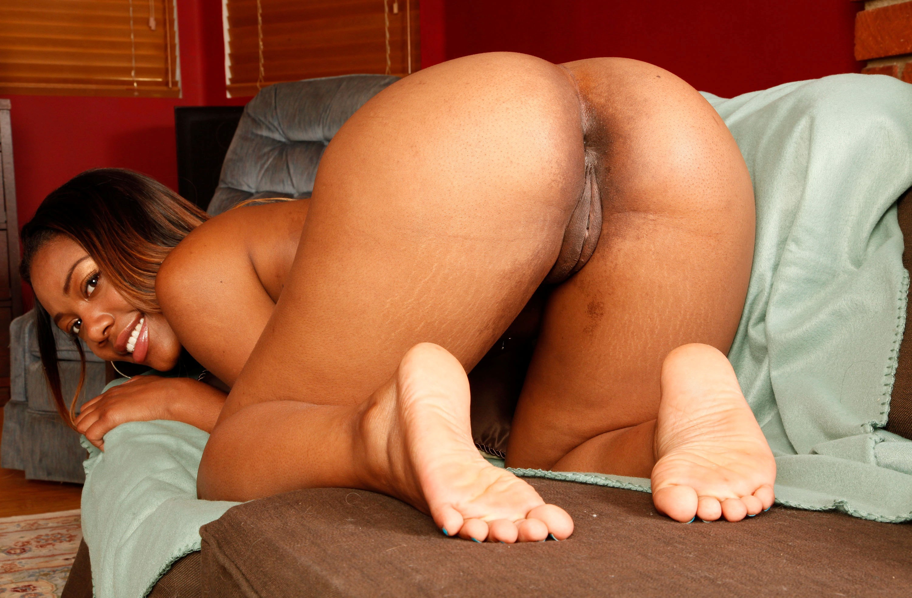 Phat naked pussy and ass — pic 3
