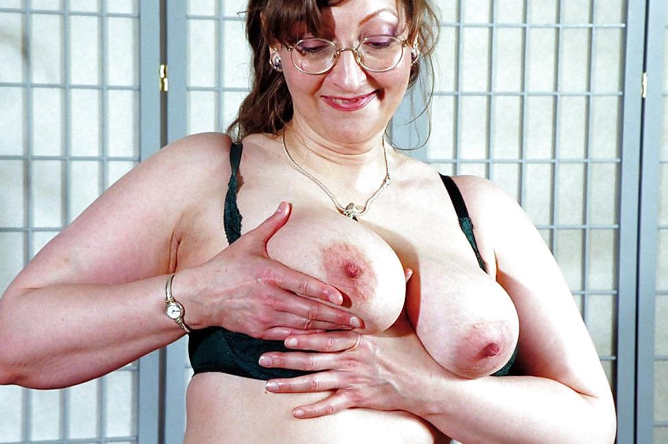 Granny naked wide hips, sexbodybuilders