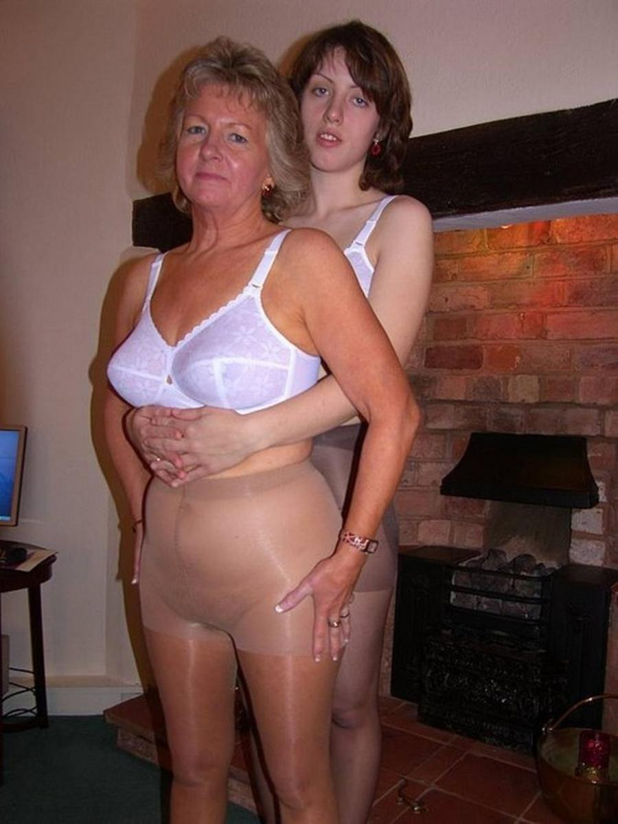 Nude mums and girls — img 2