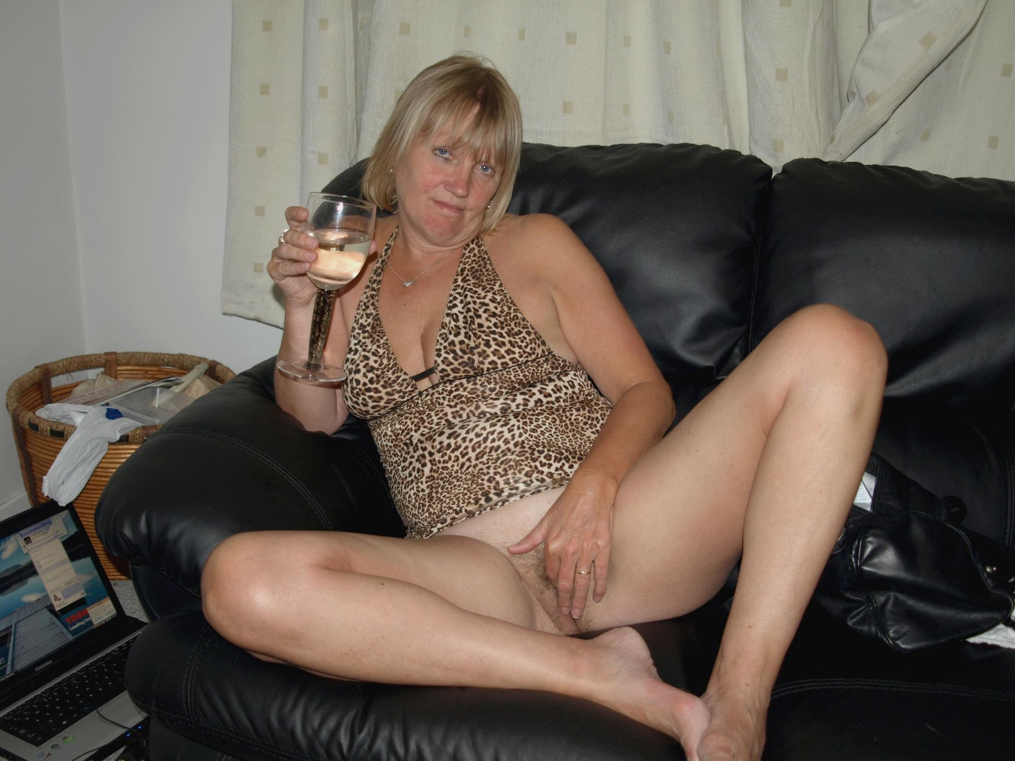 muff matures Bottomless moms flashers and