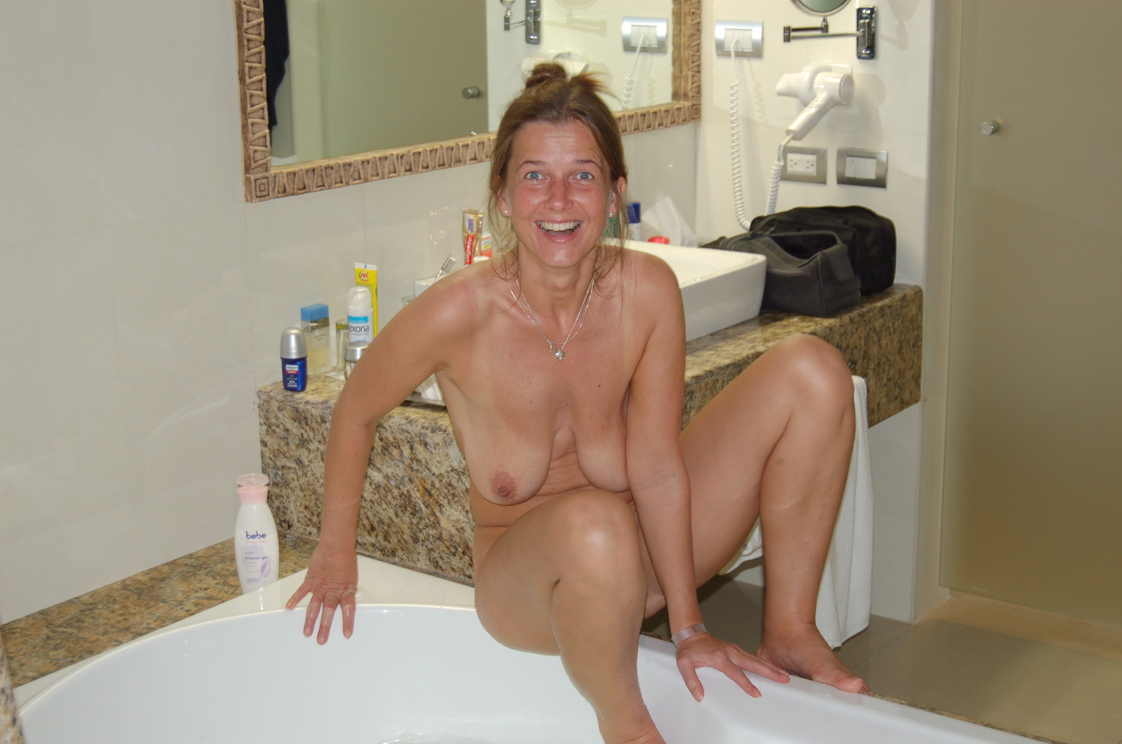 Female nude shower pics