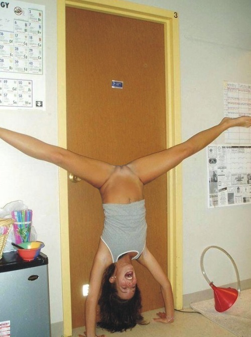 jailbait girls show pussy in a handstand