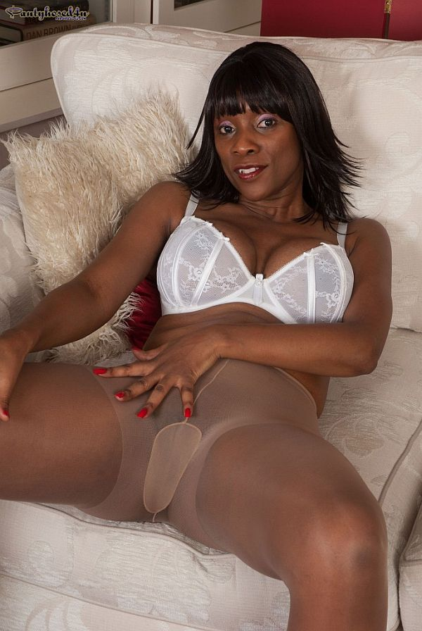 Ebony milf in pantyhose