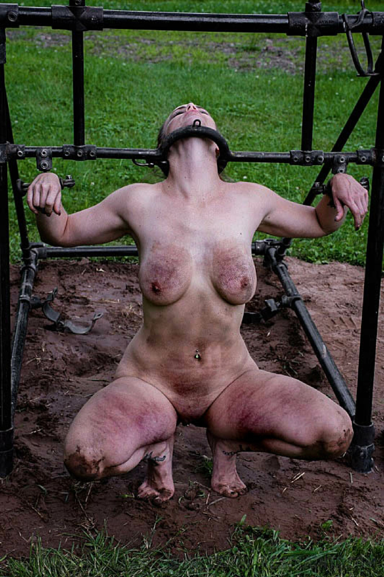 nude-woman-in-bondage-in-farm