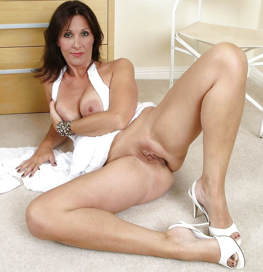 Mature hotties porn
