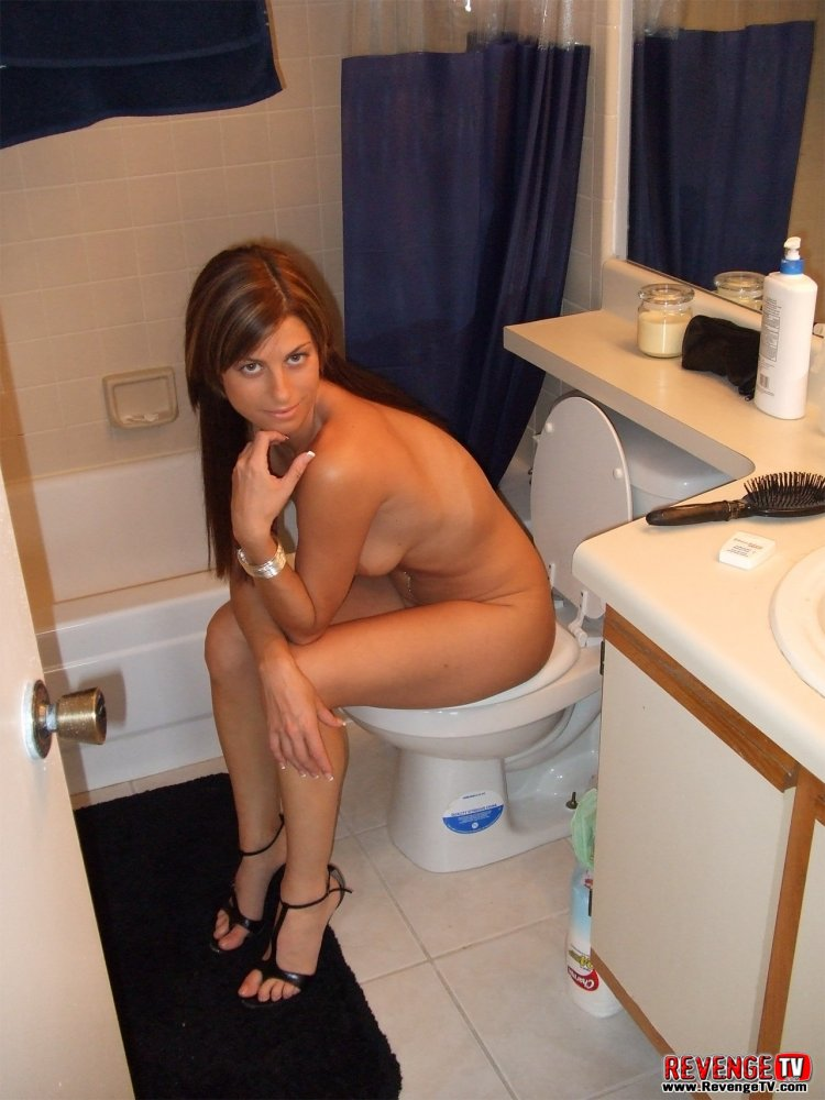 Mature Milf Takes a Break From Housework - Free Porn.