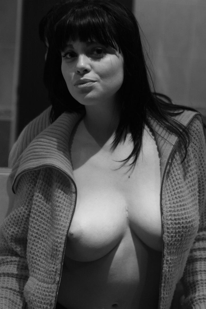 Busty Topless Teen - Black-Haired - rajce.indes.cz
