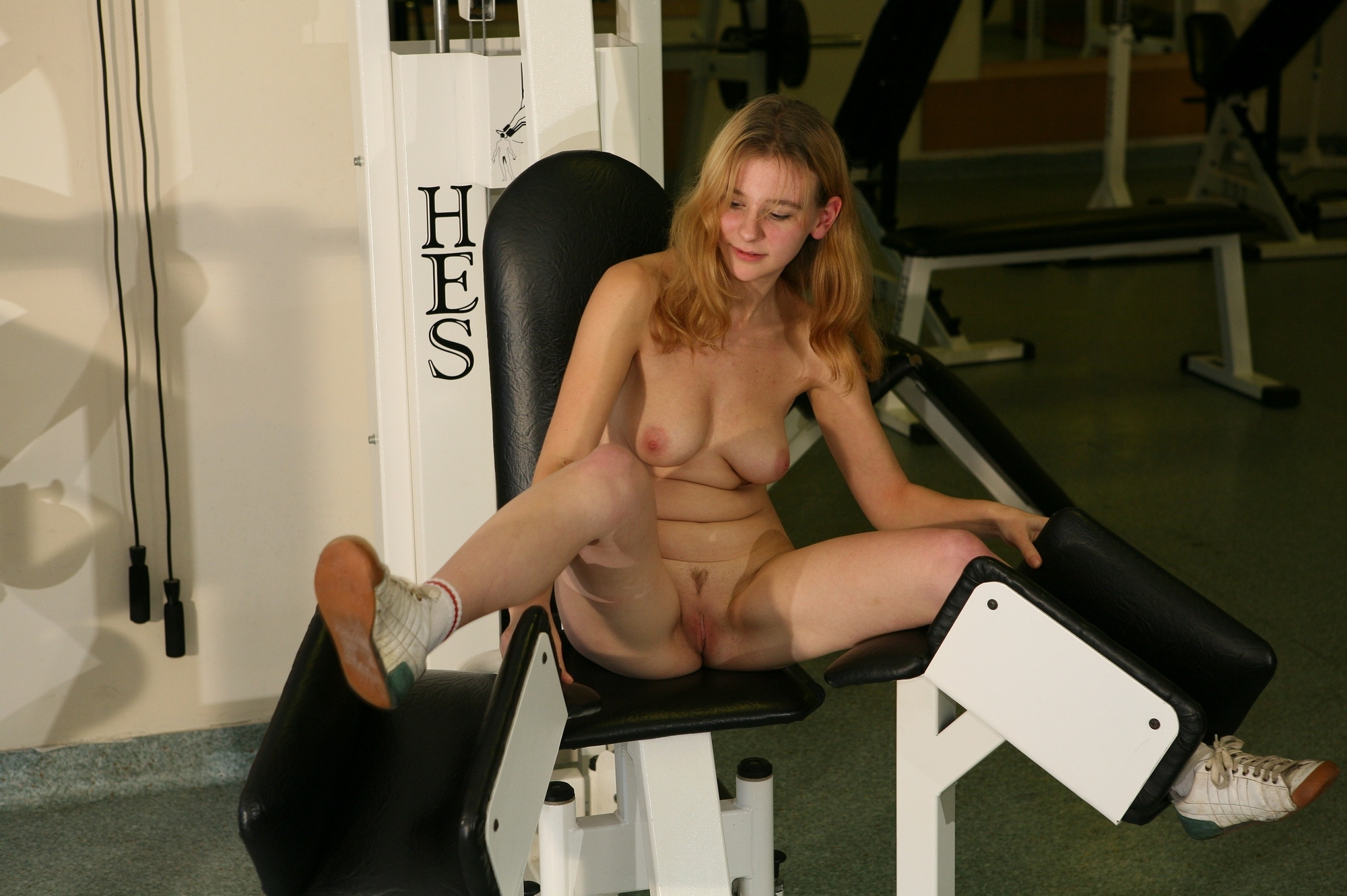 girls-in-sexy-gym-were-with-legs-spread-images