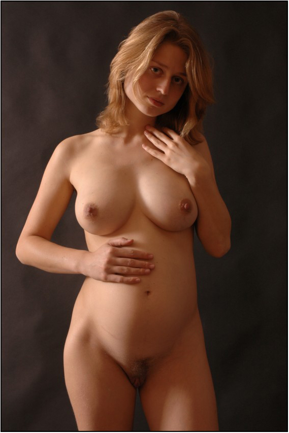 nude blonde pregnant