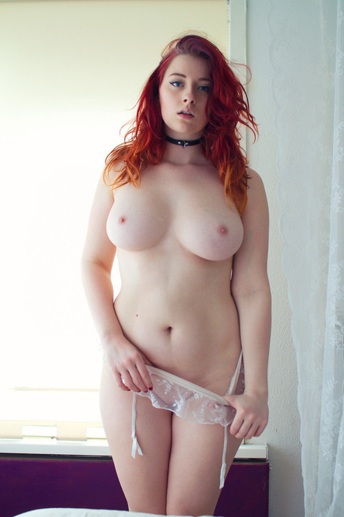 nude-redhead-thick
