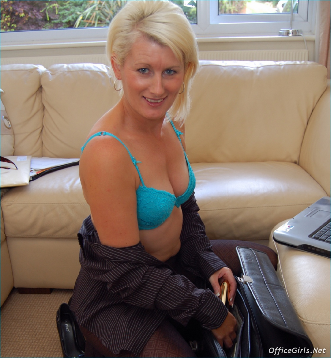 Hairy Amateur British Milf