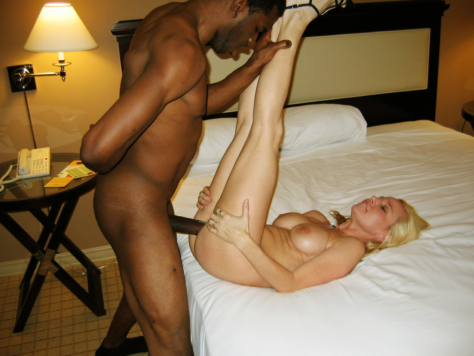 White wife fucks a black guy — pic 3