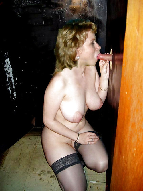 Lucky girl!! women at the glory hole