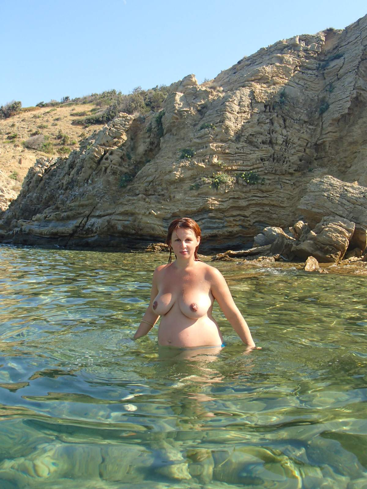 Naked pregnant redhead wife
