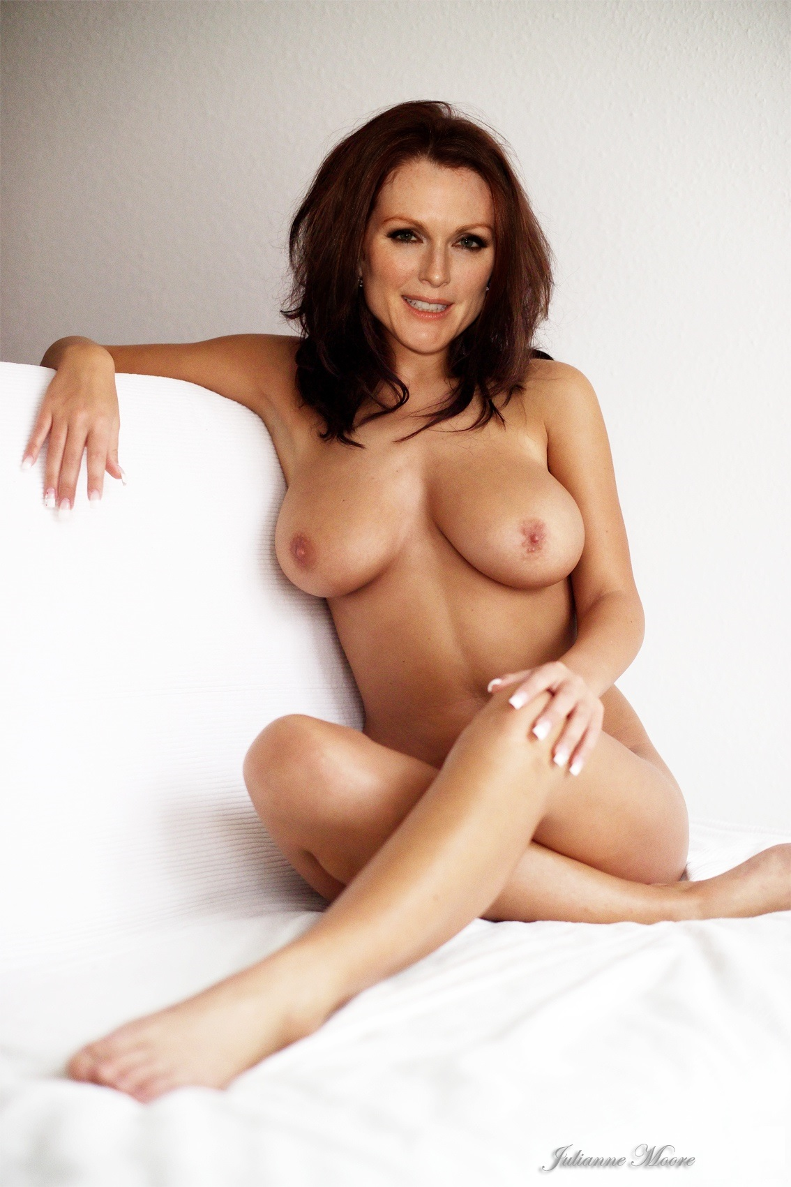 Naked julianne naked — photo 5