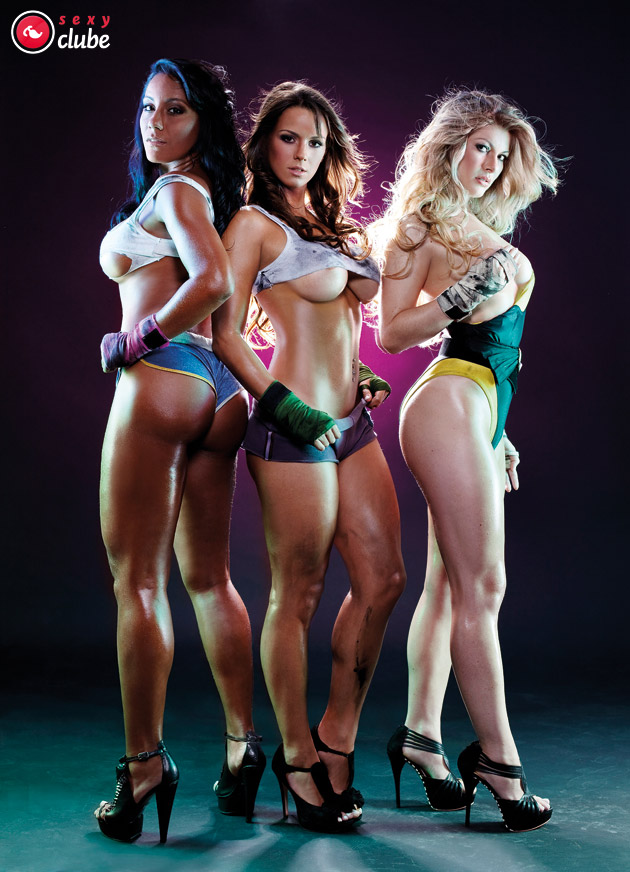 ring-girls-nude-holding-card