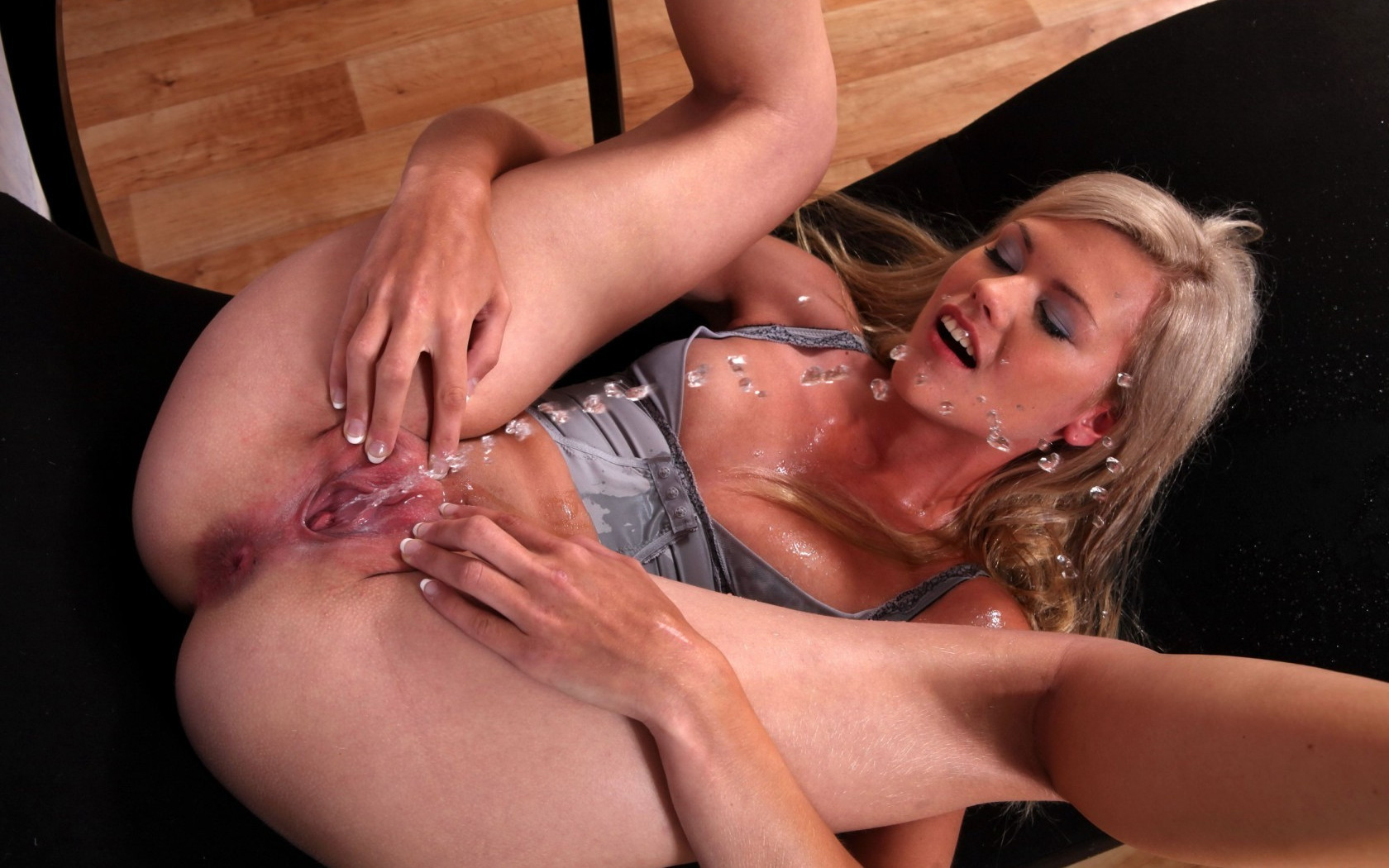 Female porn squirt