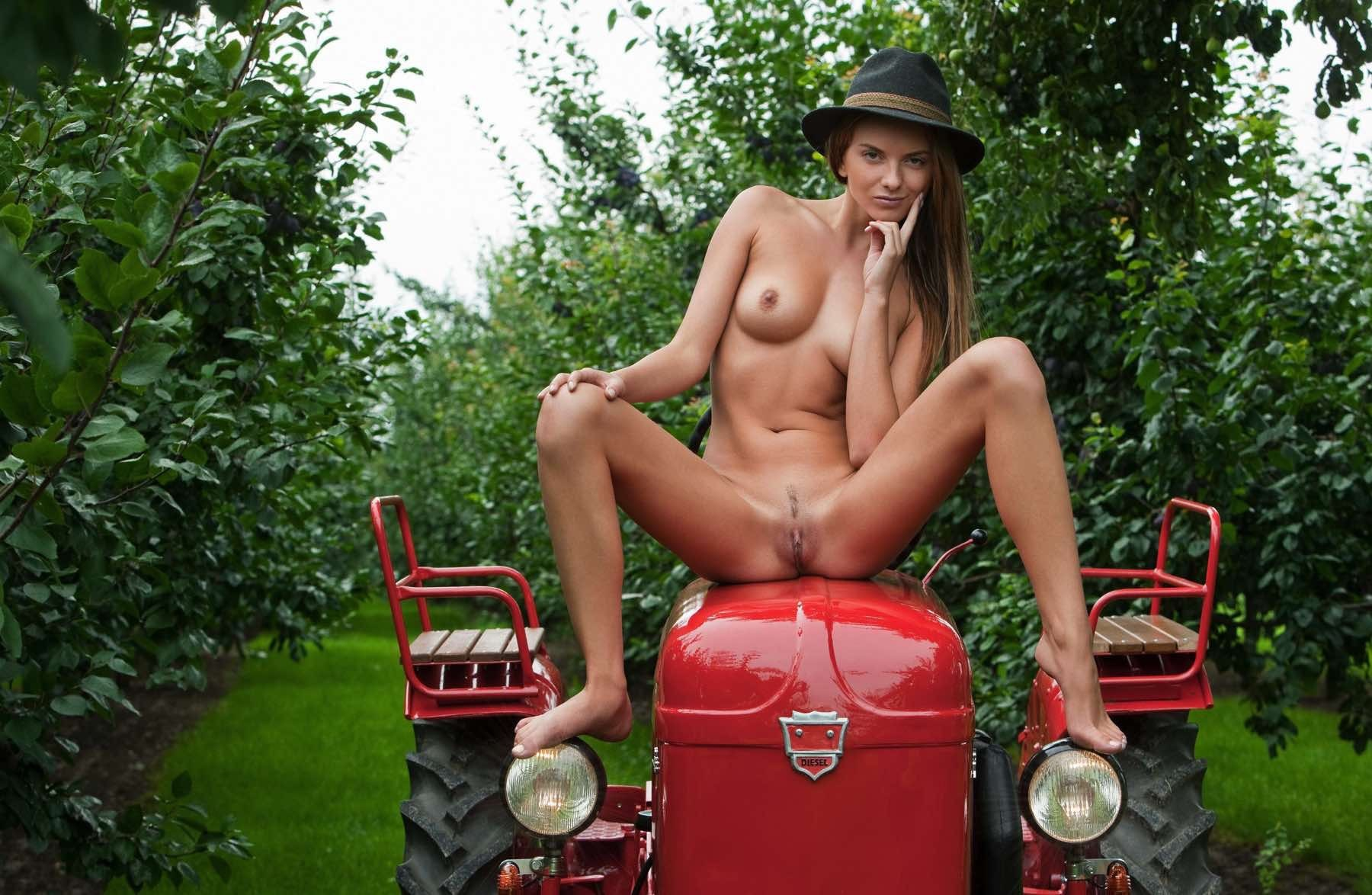 Sexy Teen On Farming Tractors Nude Have Sex