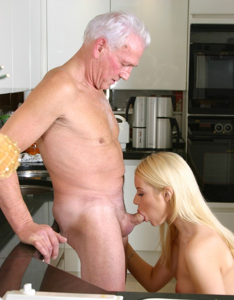 reynolds-naked-young-girls-suck-old-cocks-spanking