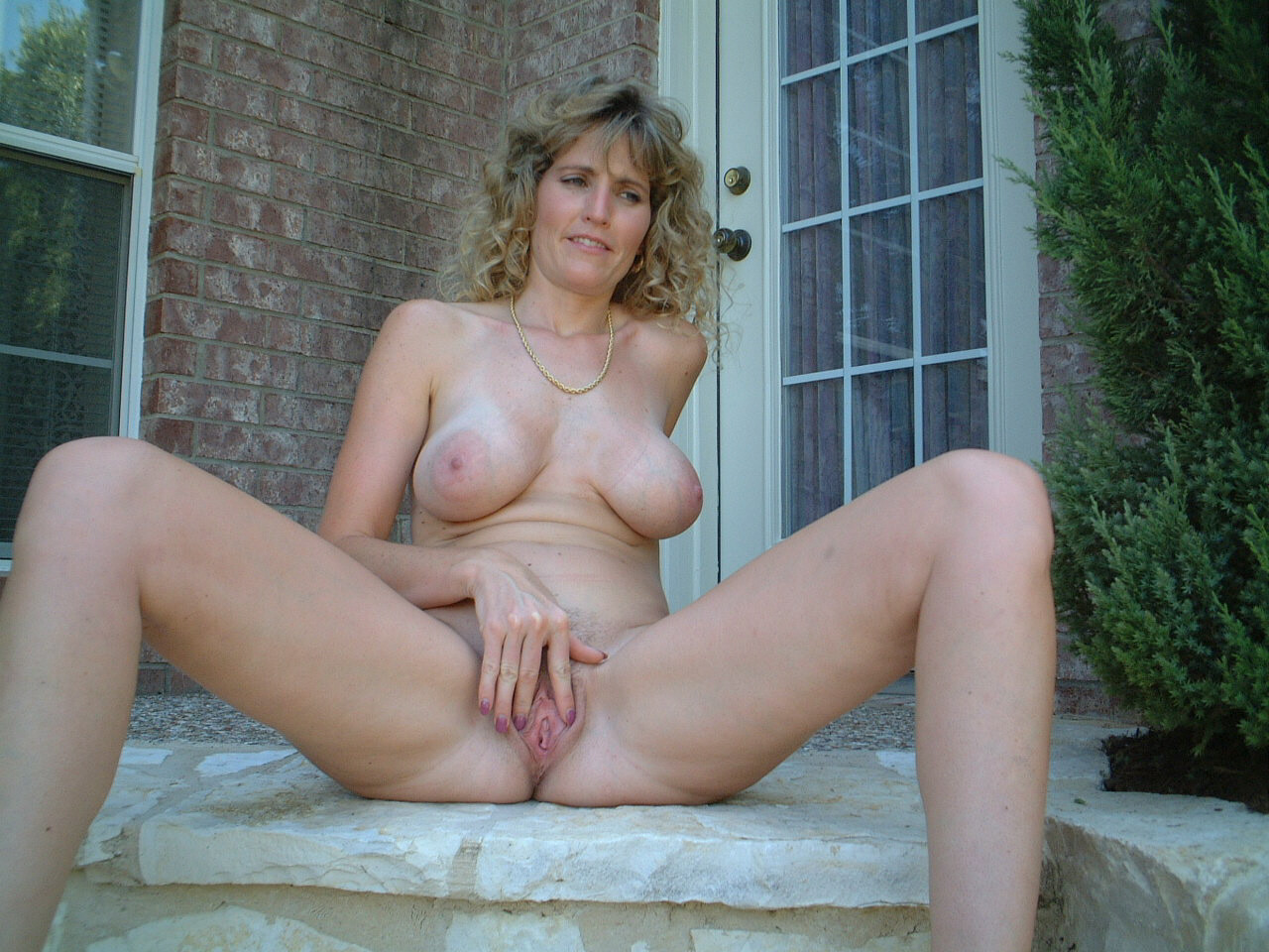woman Naked solo mature