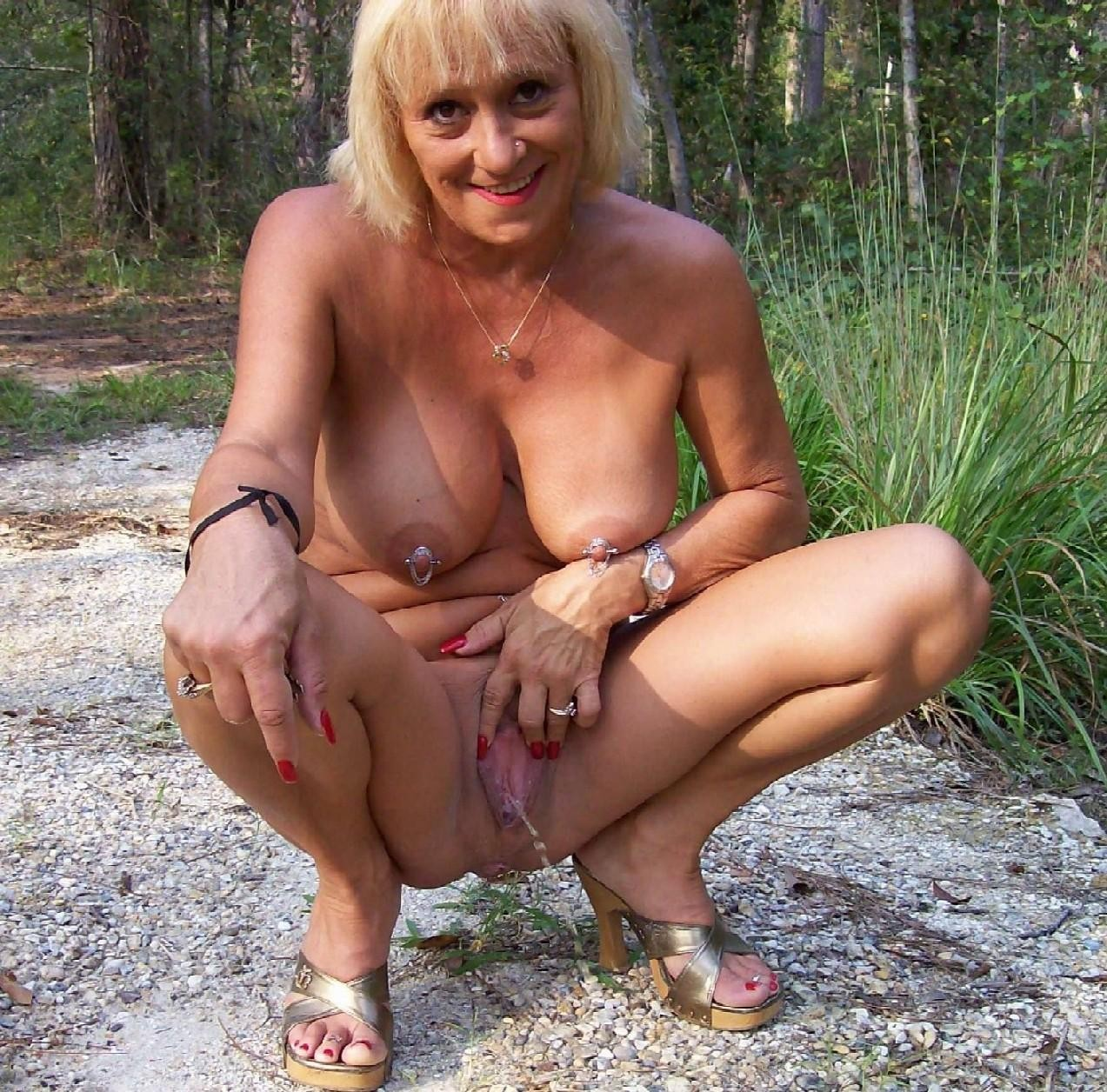 Mature pissing photos