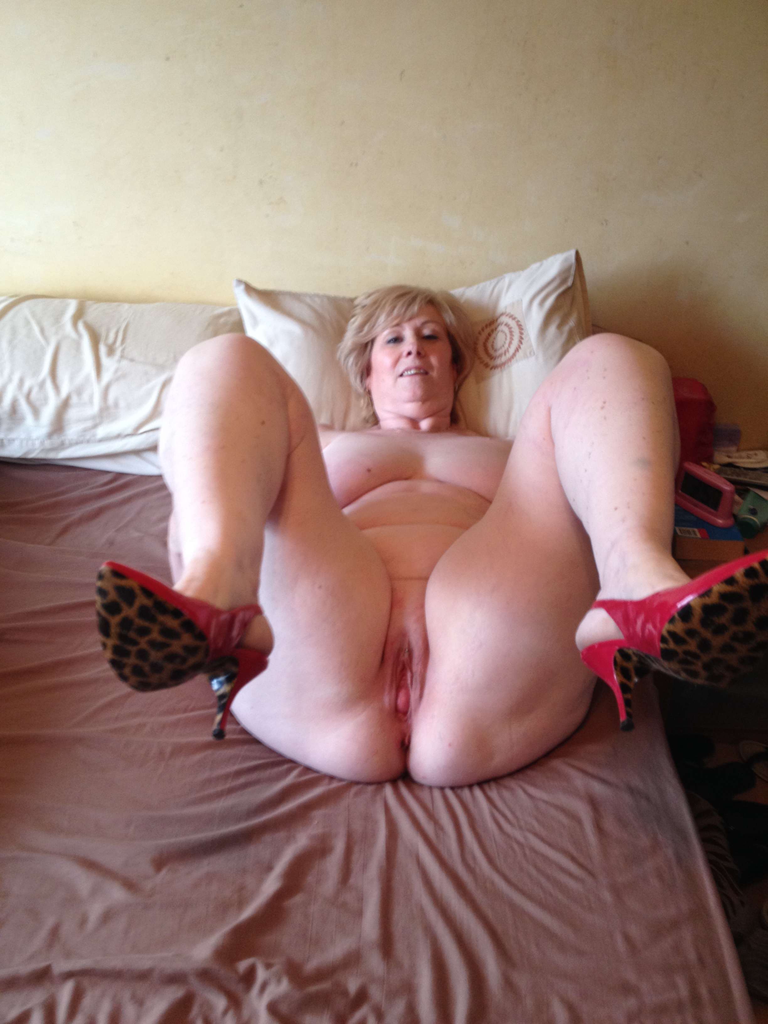 Mature milf bedroom nudes are