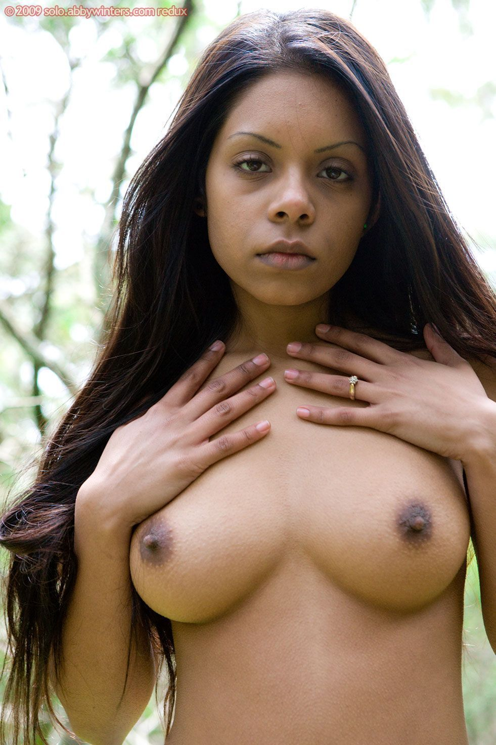 nude-indigenous-mentos-in-pussy