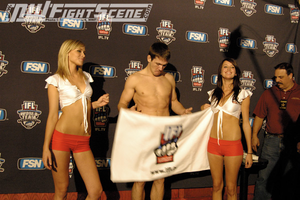 sexy-extreme-fighters-naked-weigh-in-pictures-plant