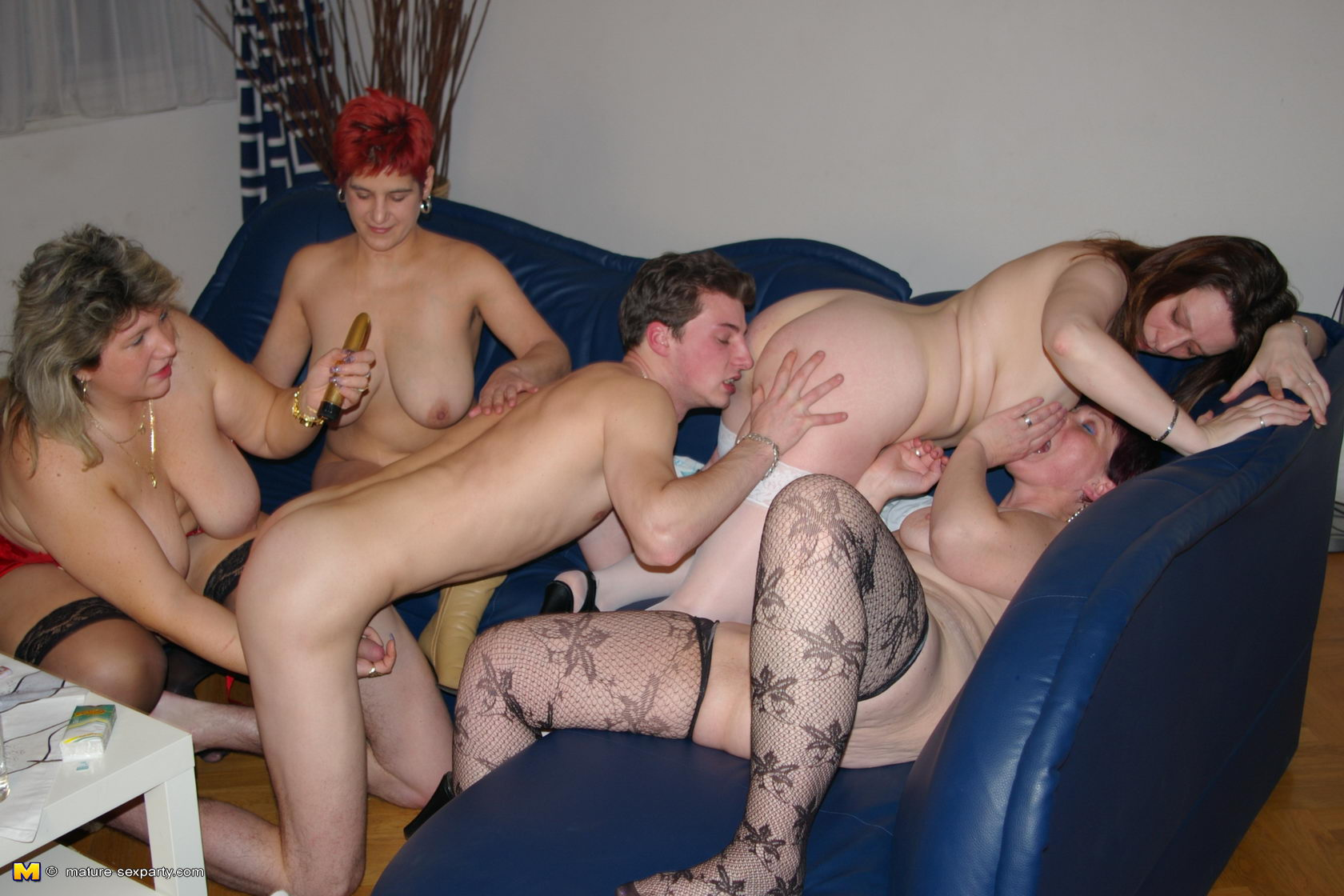 mature mexican women fuck party
